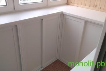Функциональная комбинация шкафов до уровня подоконника на 3-х метровой лоджии с отделкой «под ключ» и «теплым» остеклением рамами из ПВХ-профиля на ул. Пролетарской г.Тула.