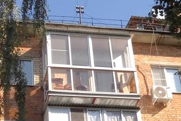 Балкон «под ключ» (предварительная замена плиты) с «французским» остеклением алюминиевыми рамами, крышей, оштукатуриванием и покраской стены дома на ул.Сойфера г. Тула.