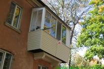 Остекление балкона с предварительно отремонтированной плитой