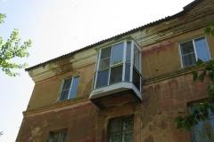 Выносной балкон с полным остеклением. Вид снаружи