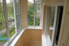 Выносной балкон с частичным остеклением. Вид изнутри
