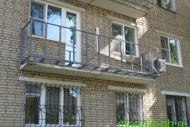 Предварительная подготовка балкона для увеличения по плите вперед – монтаж каркаса ограждения на ул.Сойфера, г.Тула.