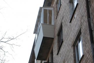 Балкон «под ключ» с выносом по подоконнику на три стороны на Пр.Ленина, г.Тула.